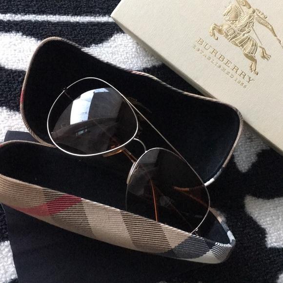 04b5003a91c2 Burberry Accessories - Authentic Classic Burberry Aviator Sunglasses
